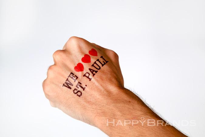 08-Nassklebe-Tattoo-mit-Werbe-Motiv